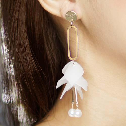 Anting Petal pearl long earrings JUL043