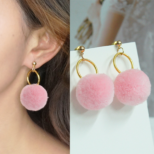 Round PomPom earrings BE4026