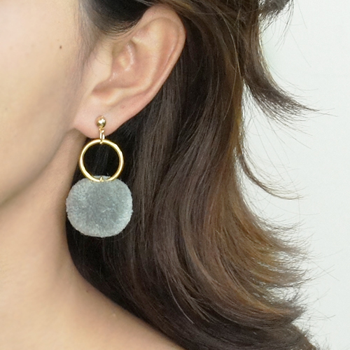 Round PomPom earrings BE4028