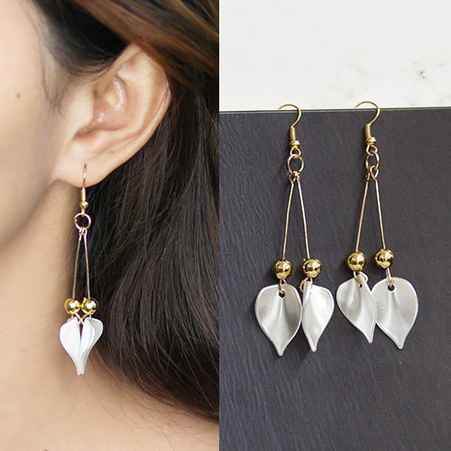 Acrylic flower petals earrings BE4031