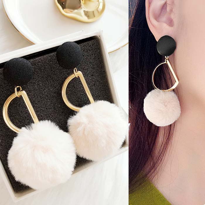 Anting Hollow metal PomPom earrings DES211