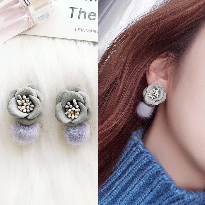 Anting Flower velvet ball earrings DES218