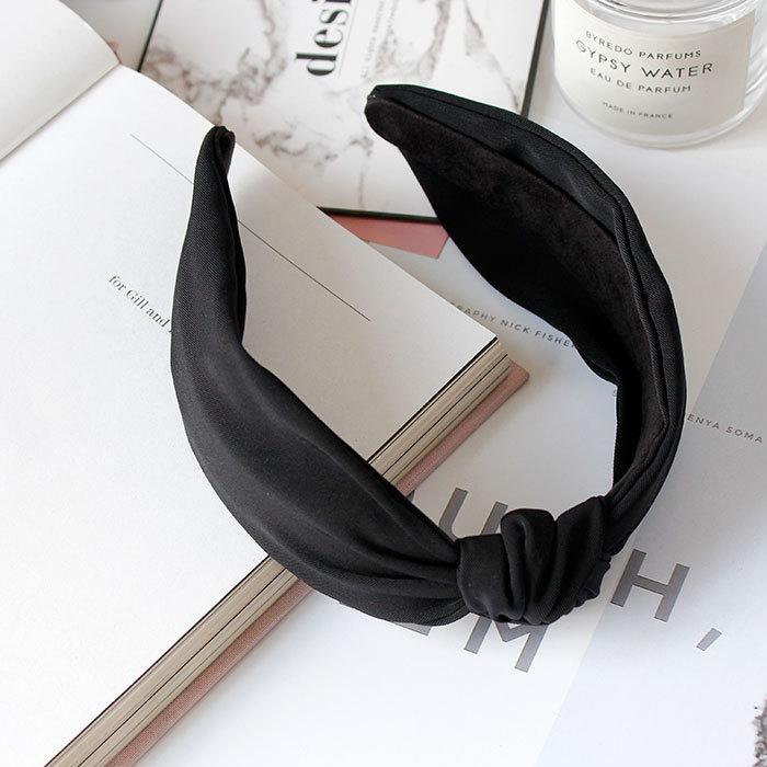 Wide brimmed knot headband J4U460