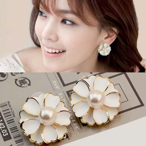 Anting Flowers white pearl  earrings JUL308