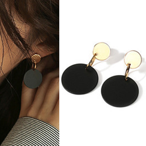 Anting Round black earrings OKT141