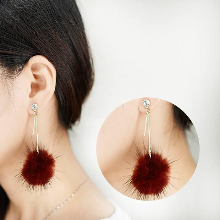 Anting Water Ball Plush Earrings  AP2062