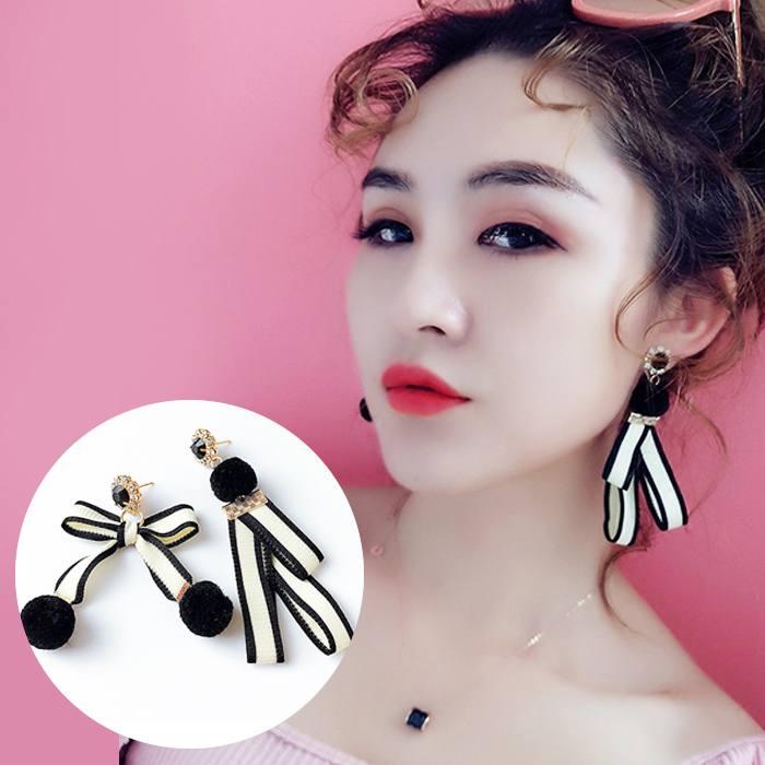 Anting Hair Ball Bow Earings Ear Clip  AP2450