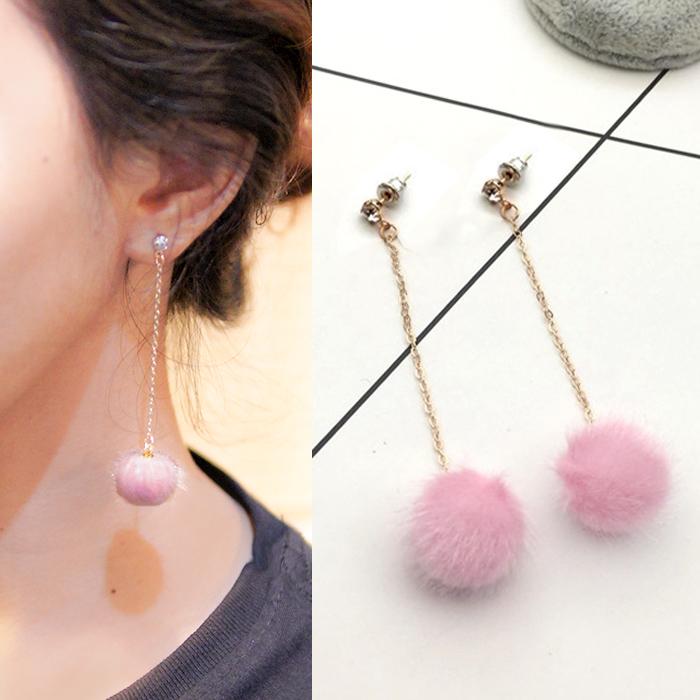 Anting beautiful burst of PomPom earrings AP2472