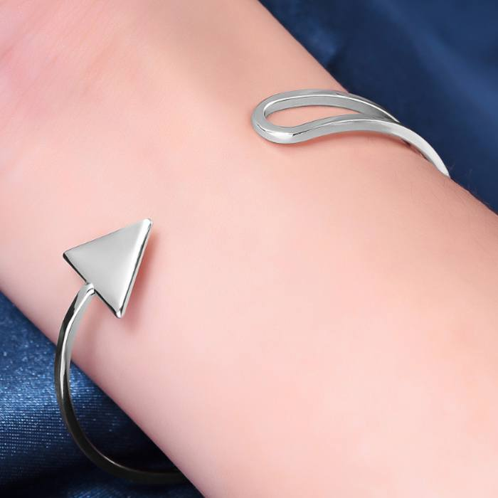 Gelang Korea triangle arrow bracelet AP3245