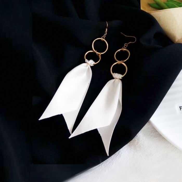 Anting Double round ribbon long earrings J41164