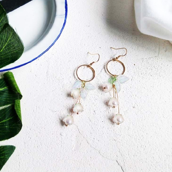 Anting Flowers lily acrylic earrings J41171