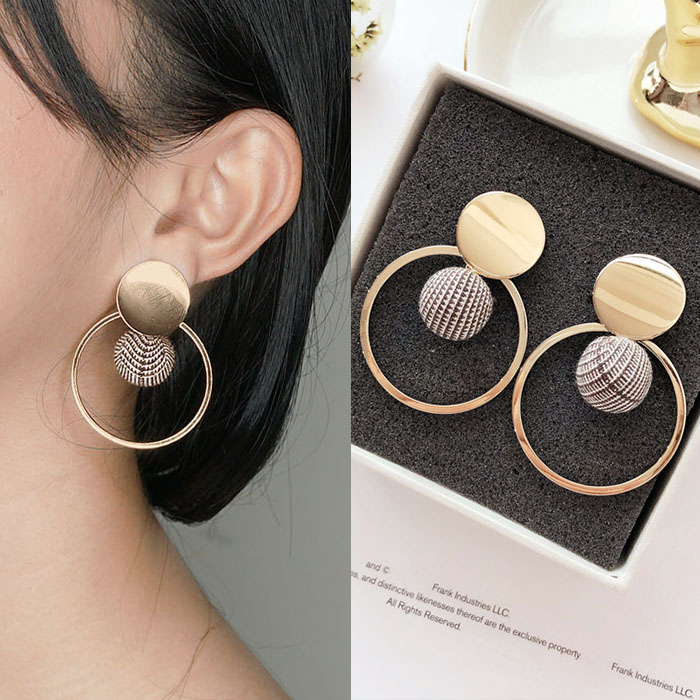 Anting Round hollow ball fabric earrings J41215
