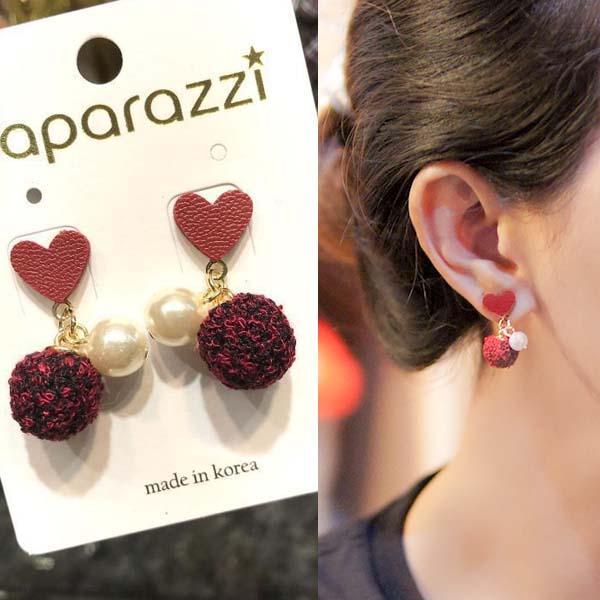Anting Love PomPom pearl Leather earrings J4U639
