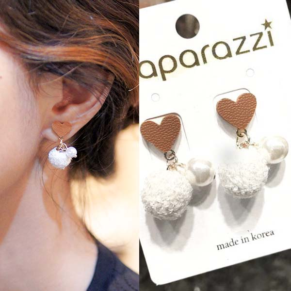 Anting Love PomPom pearl Leather earrings J4U640