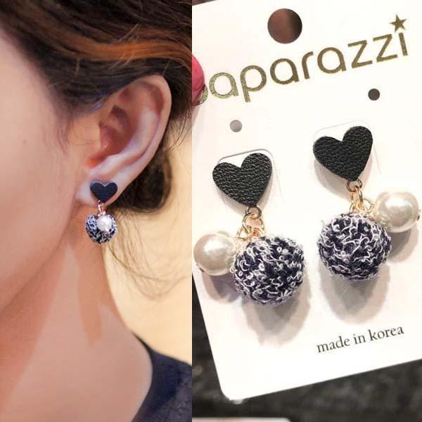 Anting Love PomPom pearl Leather earrings J4U641