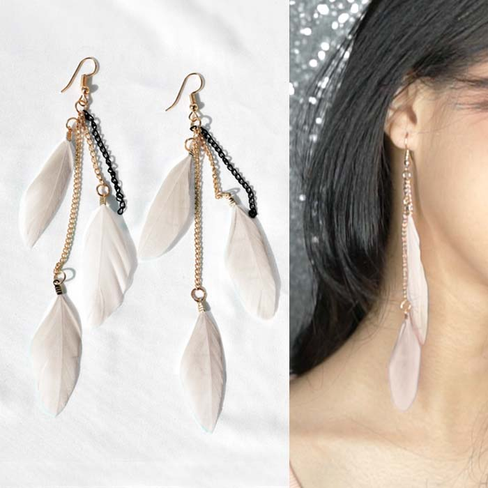 Multi colored feather earrings J4U651