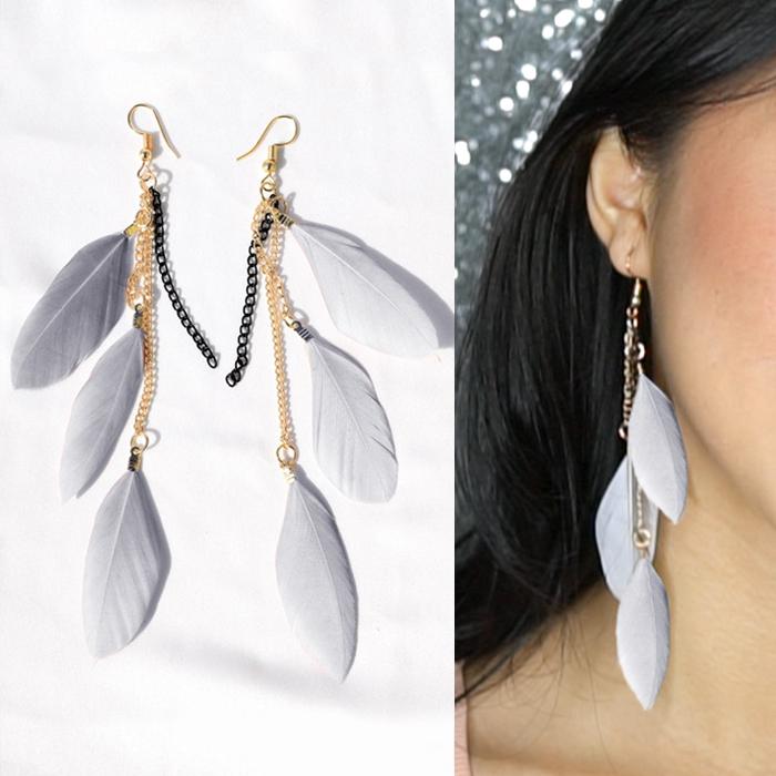 Multi colored feather earrings J4U655