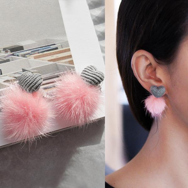 Anting Love shape fabric PomPom earrings J4U703