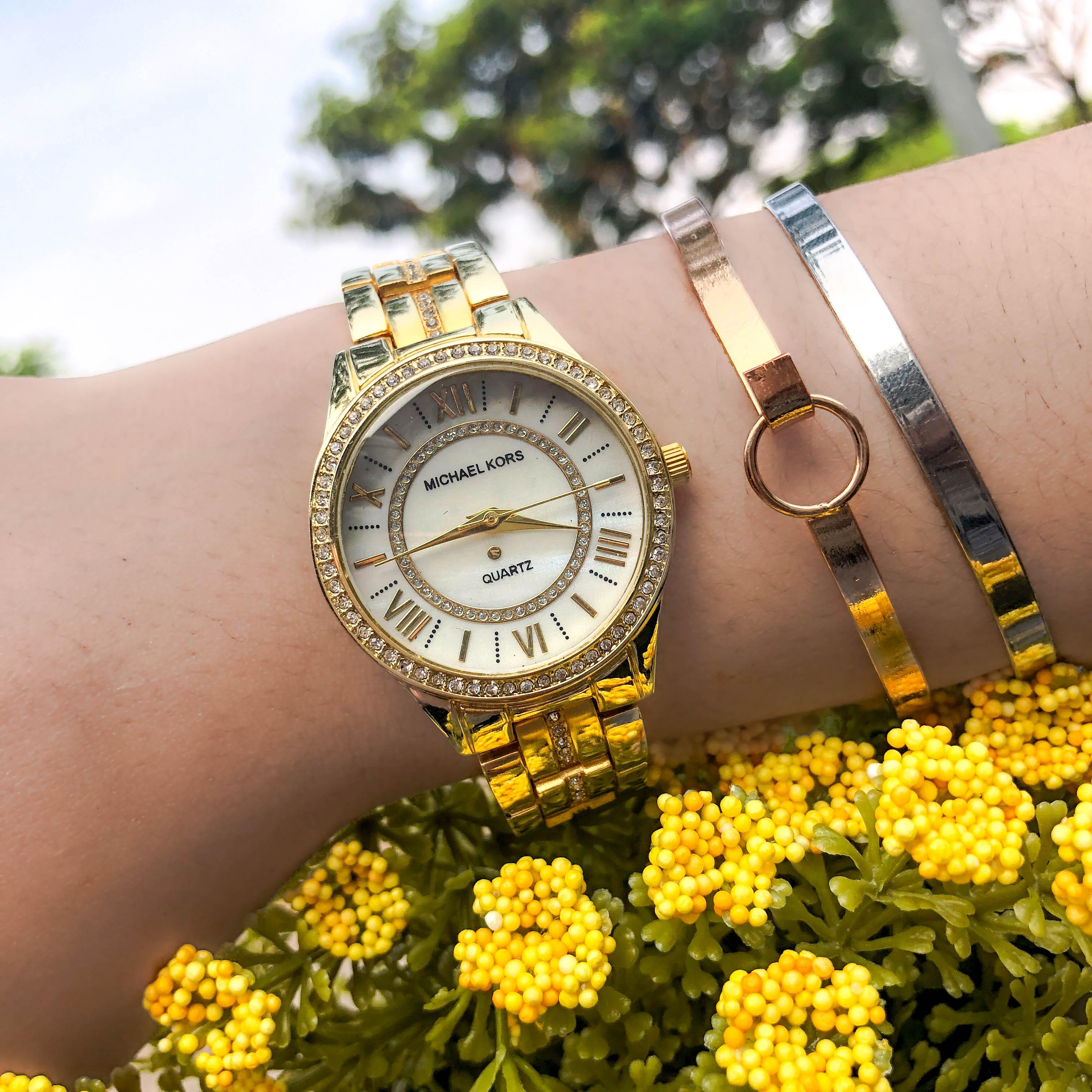Jam Tangan MICHAEL KORS Fashion Watch Chain Gold Frame Gold Dial Gold Band MKO001