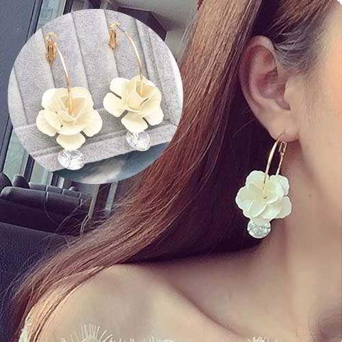 Anting Flowers Diamond Earrings REA037