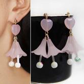 Flower loving temperament earrings